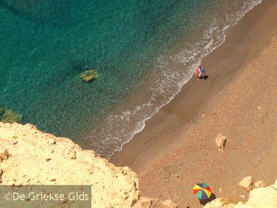 Het strand van Komos